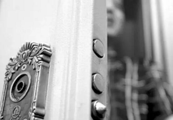 门为什么要反锁?下面给你答案